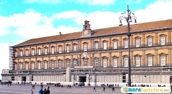 palacio real napoles