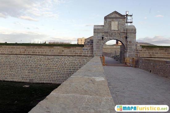 muralla mediaval pamplona