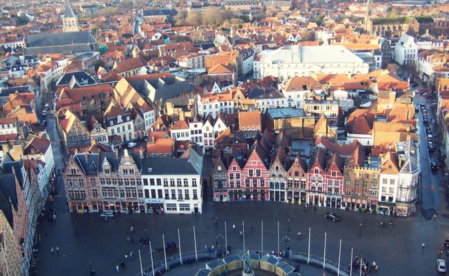 Ciudad de Brujas desde el aire